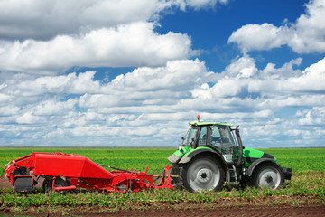 Agricultural machinery for planting and harvesting vegetables on