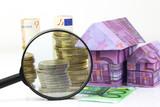 Maison en billet euros et dépenses à la loupe - 66096605