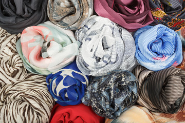 The set of silk scarves associated rose