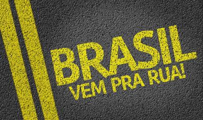 Brasil, Vem pra Rua! written on the road