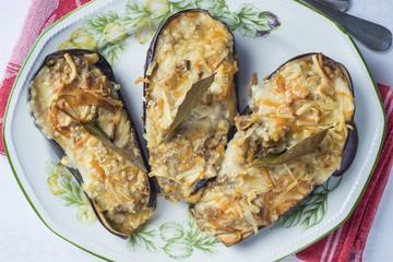 Berenjenas rellenas de gambas y bechamel y gratinadas con queso