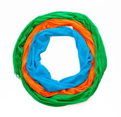 шарфы на белом фоне в форме круга