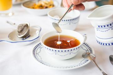 Sahne im Tee