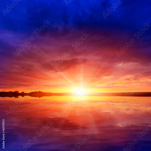 Poster Oranje eclat sunshine over water