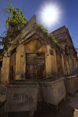 Crumbling building in ol Havana