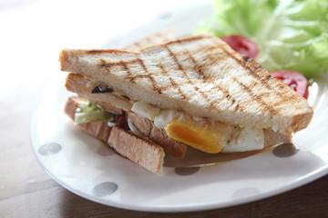 sandwich egg bacon