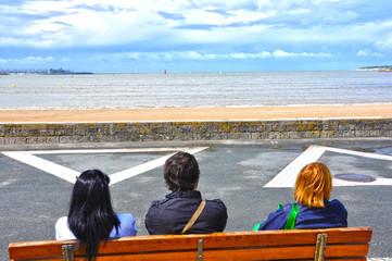 Mirando al mar, playa de La Rochelle, Francia