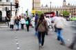 Menschen unterwegs in London in Bewegungsunschärfe