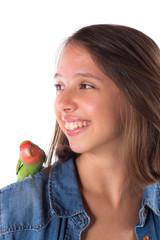 portrait jeune fille et oiseau apprivoisé