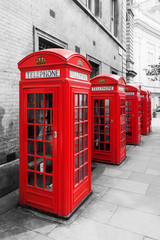 rote Telefonzellen in London als Color-Key