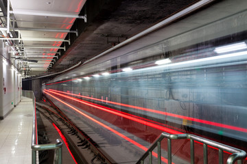 train fast moving at subway station