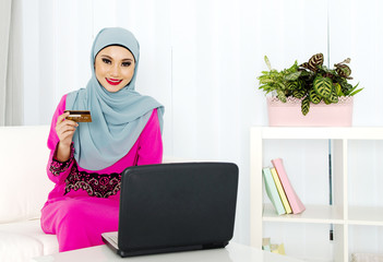 Muslim woman online shopping