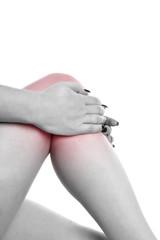 Frau hat Schmerzen im Knie