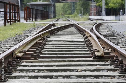 Bahngleis an einer Haltestelle, Nahaufnahme - 66143292