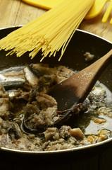 Espagueti con sardinas Spaghetti mit sardinen
