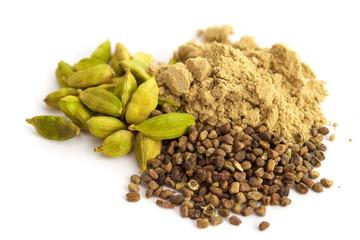 Kardamom - Kapseln, Samen und Pulver