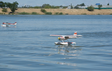 RC Hydroplane landing on water