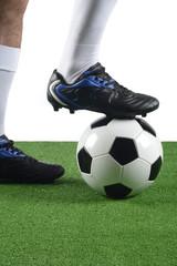 Fútbol, balón y pie de jugador