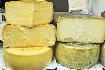 Formaggi al mercato di Volterra - Toscana