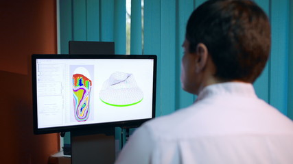 Doctor working with shoe modeling using foot scan