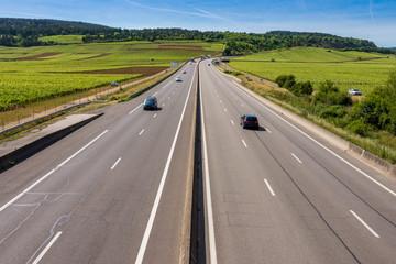 autoroute traversant les vignes