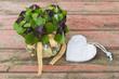 Kleeblätter, Herz auf Holz, textfreiraum - clover, heart, wood