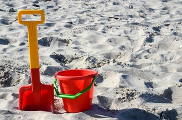Sandspielzeug am Strand