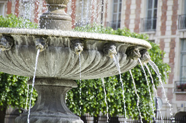 Fountain Places du Vosges in Paris showing water