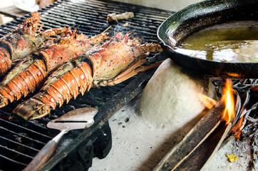 Grillen frischer Langusten an karibischer Strandbar :)