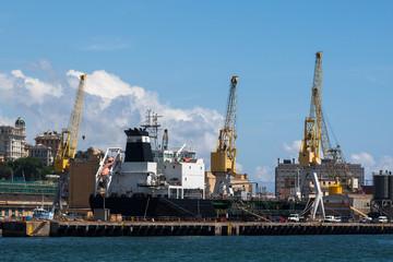 Nave merci porto Genova
