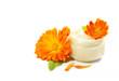 Ringelblumensalbe mit Ringelblumen, isoliert, freigestellt, auf weiss, copy space - 66214032