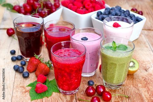 Zdjęcia na płótnie, fototapety na wymiar, obrazy na ścianę : Organic smoothies, fruit yogurt and juices