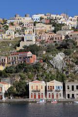 Häuser am Hafen von Symi