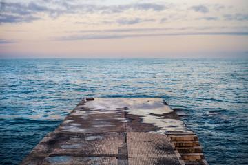 Морской пейзаж на закате Черного моря в Крыму
