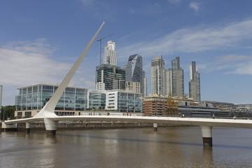 Puente de la mujer en Puerto Madero Argentina