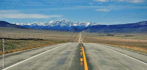 Foto op Aluminium Bergen Driving in the Rocky Mountains, USA