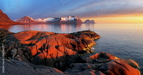 Staande foto Scandinavië Ocean mountain panorama sunset - Norway