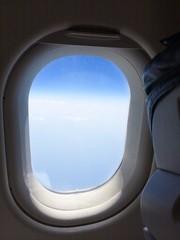 Fensterplatz in einem Flugzeug