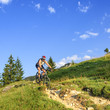 Mountainbiker auf Single-Trail