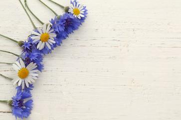 Blumen mit Holz