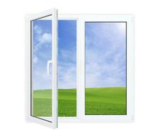 Ouvrir la fenêtre avec vue pittoresque de ciel bleu