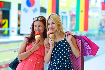 two girls with ice cream