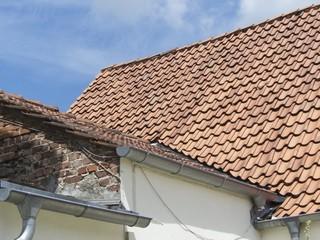 Wohnhaus mit Anbau und Regenrinne in Oerlinghausen bei Detmold