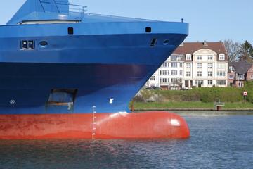 Wulstbug eines Frachtschiffs