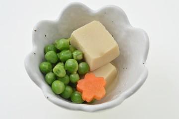 えんどう豆と高野豆腐