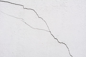 The old white wall with cracks