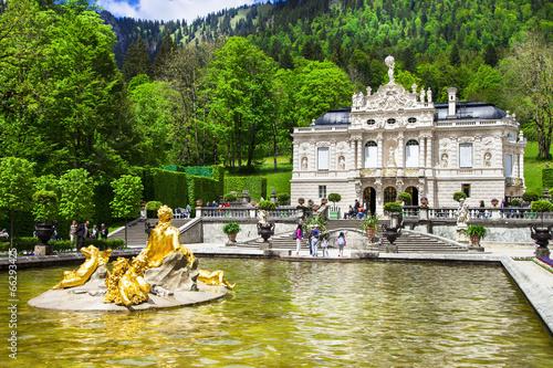 Papiers peints Chateau Bavarian castles-Linderhof