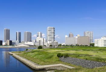 東京湾岸エリア高層タワーマンション群と(有明・東雲・豊洲)2020年東京オリンピック 有明アリーナ建設予定地を望む。