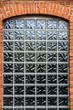 Backsteinmauer mit Fenster