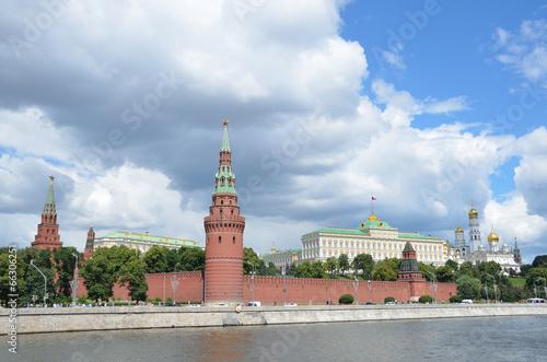 Постер, плакат: Большой Кремлевский дворец и соборы Московского кремля, холст на подрамнике